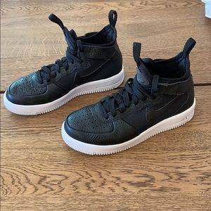 Nike Air Force 1 Ultraforce Mid in Black/White
